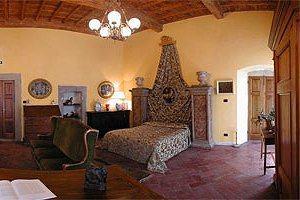 Castello in toscana greve in chianti appartamenti in for Castelli arredamenti