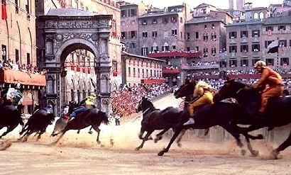 http://www.holidayhomestuscany.com/images/siena-palio.jpg